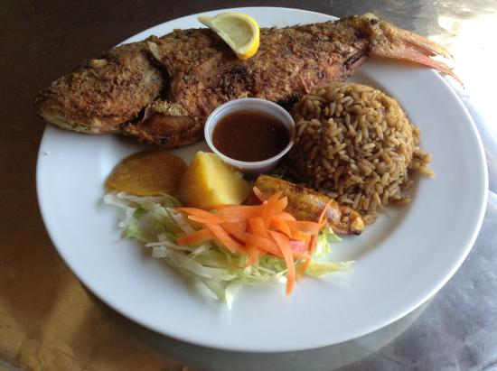 El Fredo's: Whole grouper with rice, salad and plantain