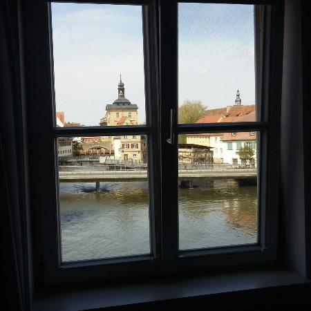 Hotel Nepomuk: A view of Bamberg old city hall from my room