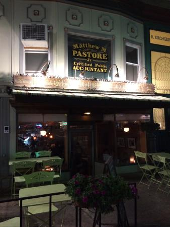 The Hoboken Gourmet Company: The outside and inside of this very cosy restaurant!