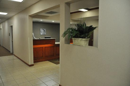 Sleep Inn South Bend: Front desk as seen from the elevator lobby.
