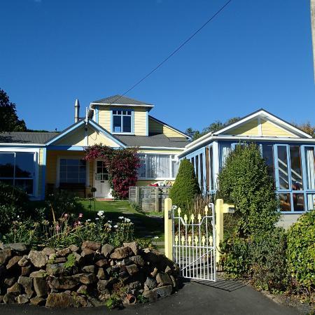 Yellow House Bed & Breakfast: La Maison Jaune