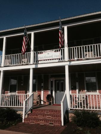 Patchwork Inn: Exterior Front