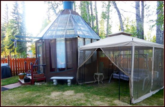 Billie's Backpackers Hostel: Gazebo and Pavilion
