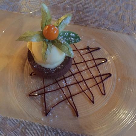 Caux, Szwajcaria: Croûte jamais fromage œuf et fondant au chocolat