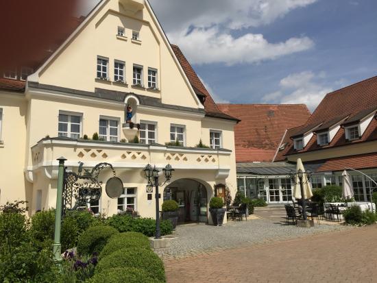 Hotel Drahthammer Schloss'l: Beautiful Entrance