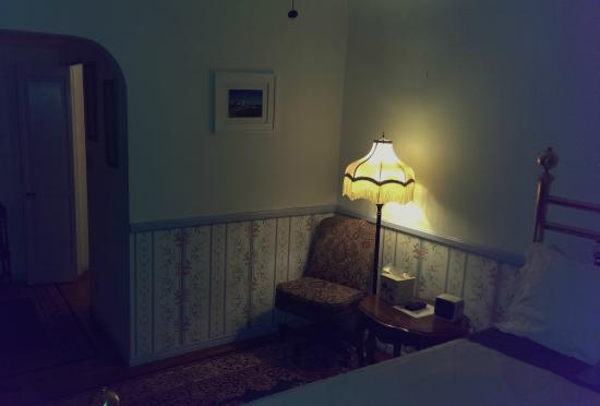 Old Yacht Club Inn Vacation Rentals: Great room decor