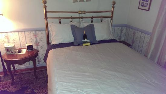 Old Yacht Club Inn Vacation Rentals: Bedroom Bed - Full Size