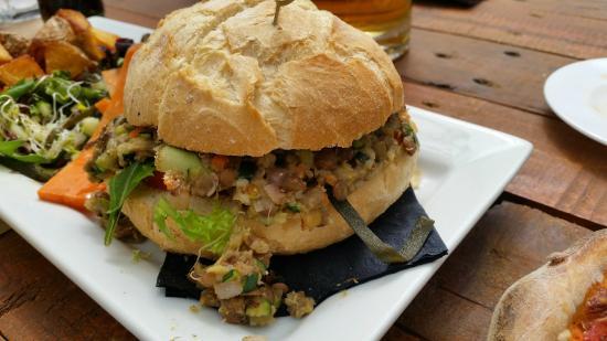 Madre Tierra Organic Restaurant Benicassim: hamburguesa de lentejas