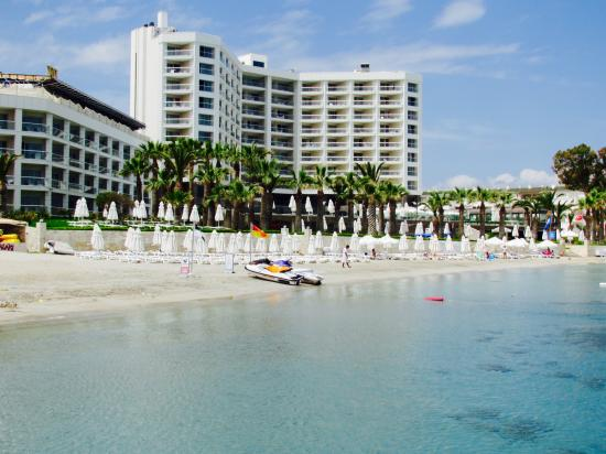 Boyalik Beach Hotel & Spa Cesme: View of the Hotel from the Beach