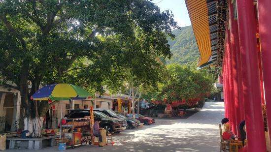 Huashou Temple: 停車場