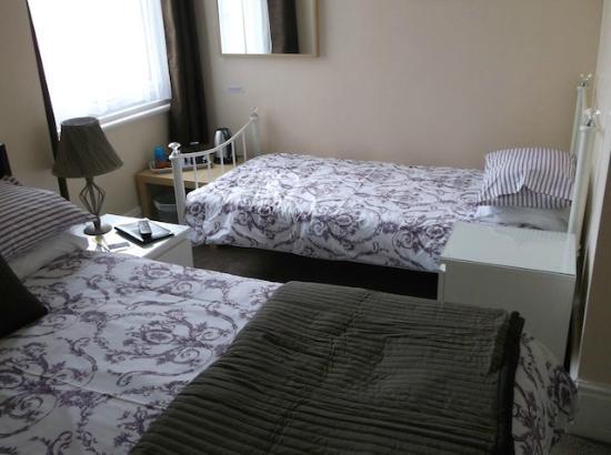 Rossall House : Family room en-suite