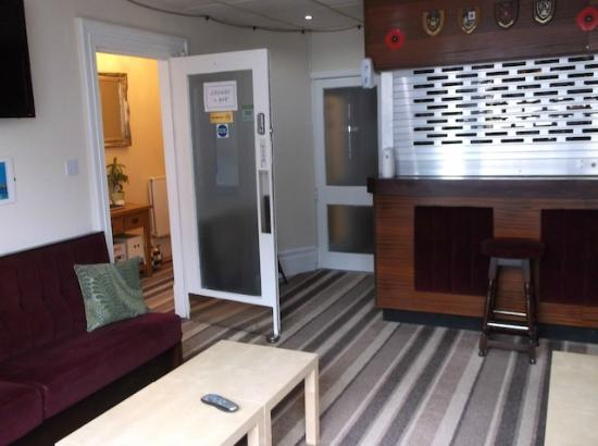 Rossall House : Bar-Lounge area