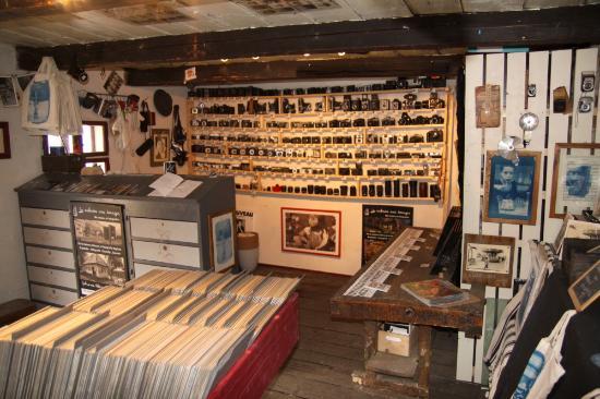 interieur cabane picture of la cabane aux images. Black Bedroom Furniture Sets. Home Design Ideas
