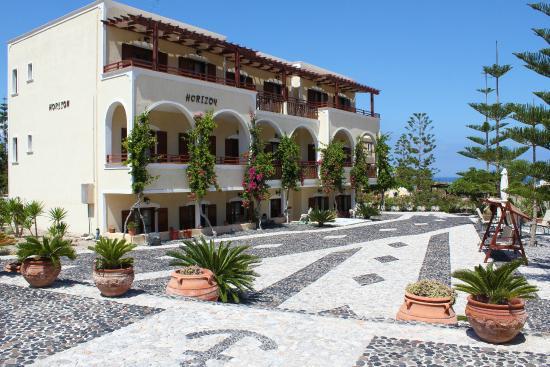 Horizon Resort: Front of the hotel, hammock view