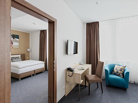 Bo familienzimmer mit verbindungst r bild von bo hotel for Hotels mit familienzimmer in hamburg