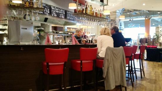 Bartheke an der offenen Küche - Bild von Gourmet-Bistro Zurheide ...