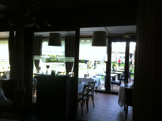 Lensotel: View of the dining area looking out onto the Gardens