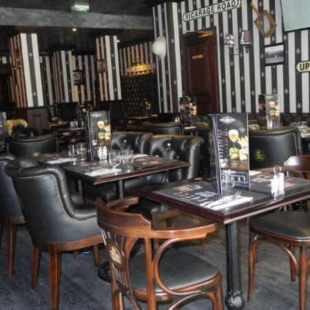 au bureau niort 7 avenue de la republique restaurant avis num ro de t l phone photos. Black Bedroom Furniture Sets. Home Design Ideas
