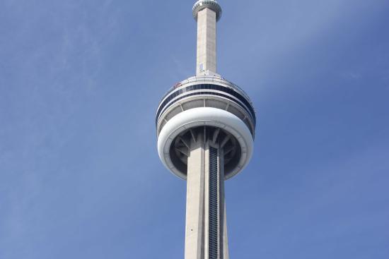 Edge Walk at the CN Tower : Edgewalk from the ground_2