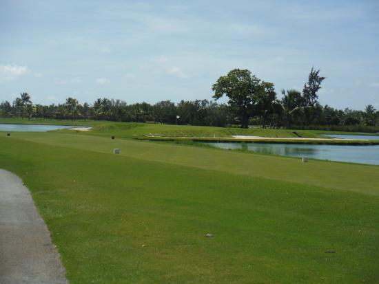 Barcelo Lakes Golf Course : 9th hole