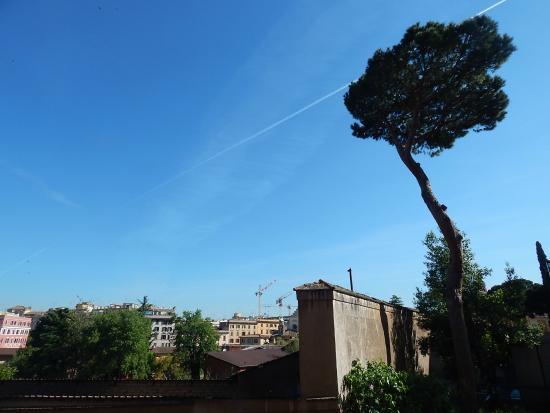 Feliz in Roma: Juior suite view from the window