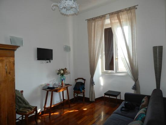 Feliz in Roma: Juior suite room
