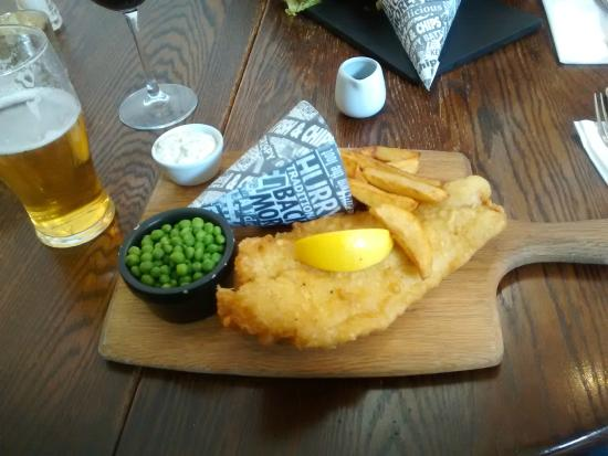 The Barn Cafe Bistro: Fish, chips, peas & beer :)