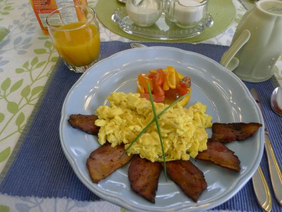 Country Stiles Bed & Breakfast : One of the delicious home-cooked breakfasts included in our stay