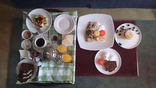 Gregans Castle Hotel: Our breakfast with kippers and pancakes
