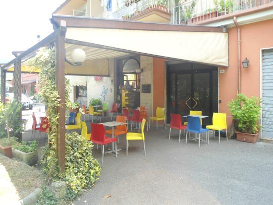 Tavolini esterni foto di bar giardino aulla tripadvisor for Tavolini esterni