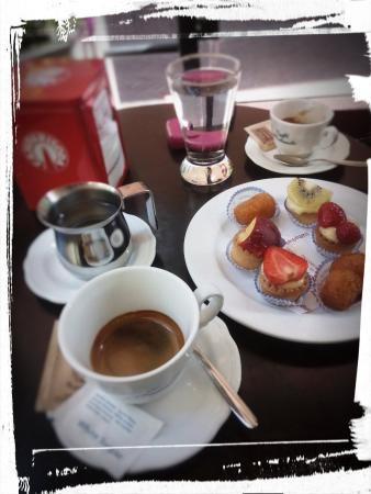 Bar Pasticceria Vezzosi: Geht es noch besser? Superb! Mille gracie!!!