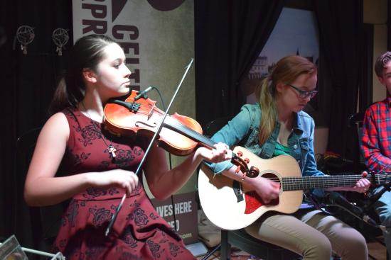 Judique, Canada : Traditional Cape Breton Music on display at a Youth Ceilidh