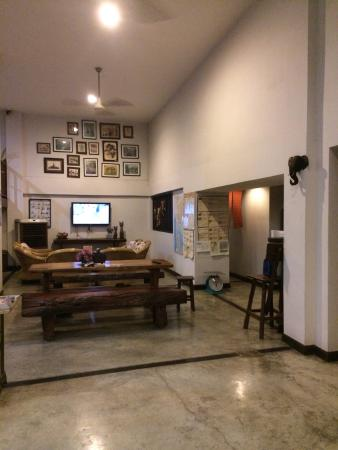 HI Mid Bangkok: Common room
