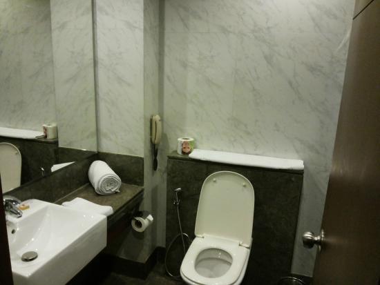 New Haven Hotel : Toilet/Bathroom.