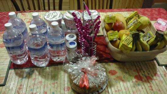 Sojourn Homes & Cottages: Fruit Basket & Cake on Arrival.. Not just a formality.