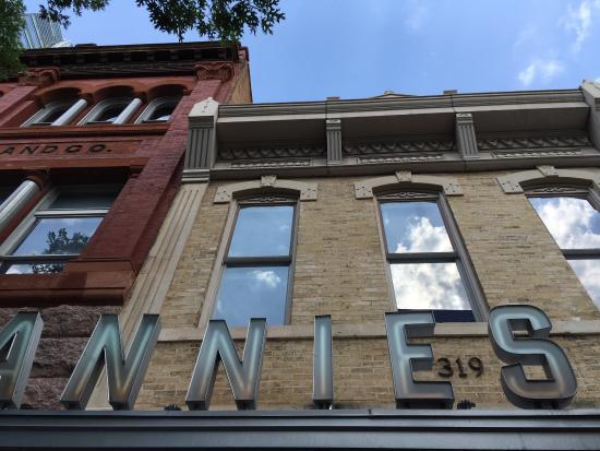 Annie's Cafe & Bar
