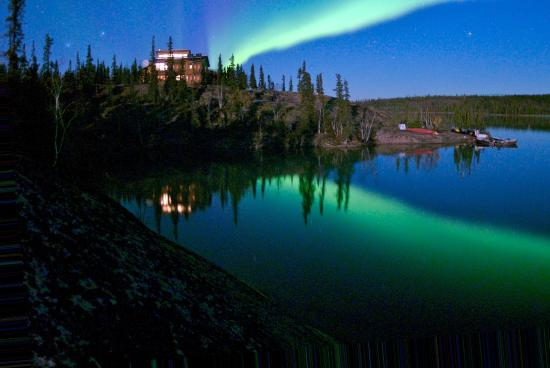 Blachford Lake Lodge: Summer aurora night
