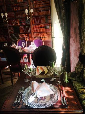 Morgan La Dud : Bordeaux Room, nonsmokers