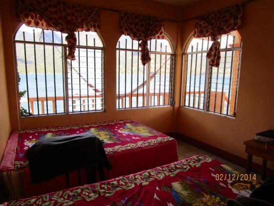 Hospedaje Casa Elena: Blick durchs Zimmer Nr. 9 auf den See