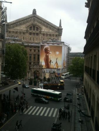 Parigi, Francia: opera de paris vista de trás.