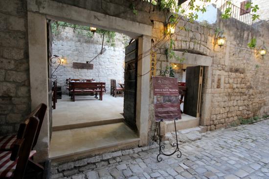 Hotel Tragos : Garden entrance