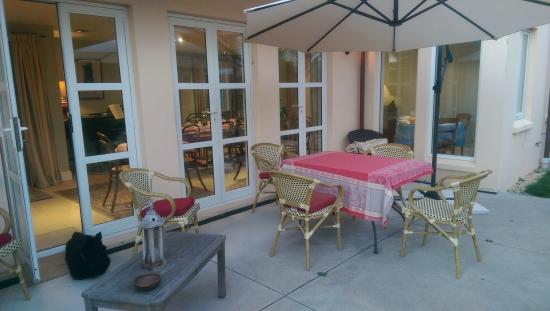 Le Petit Hotel Sumner : You can have your breakfast here!