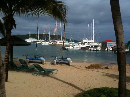 Leverick Bay Resort: Beach view