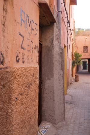 Riad Lalla Bahia: Straat