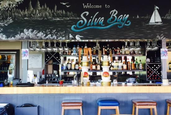 Silva Bay Restaurant & Pub: Silva Bay Restaurant Bar: Photo by Karen Henrich