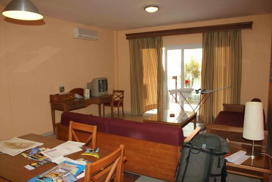 El Cerrito Apartamentos: Зал-кухня