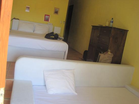 El Jardin Hotel: Our Triple Room, foreground couch for 3rd person!