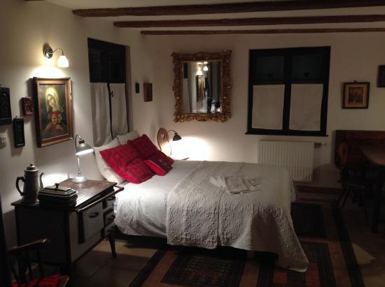 Bed and Kougelhopf: cozy room