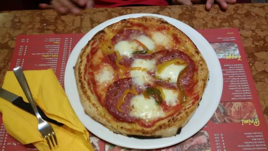 Pizza salame peperoni picture of il giardino di barbano - Il giardino di barbano ...