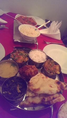 Khyber Pass: vegetable thali and chicken jalfrezi